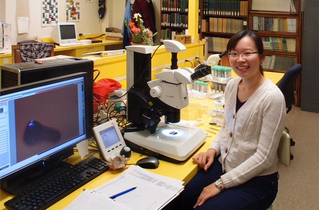 McHenry Award recipient Ching-Wen Tang next to her microscope