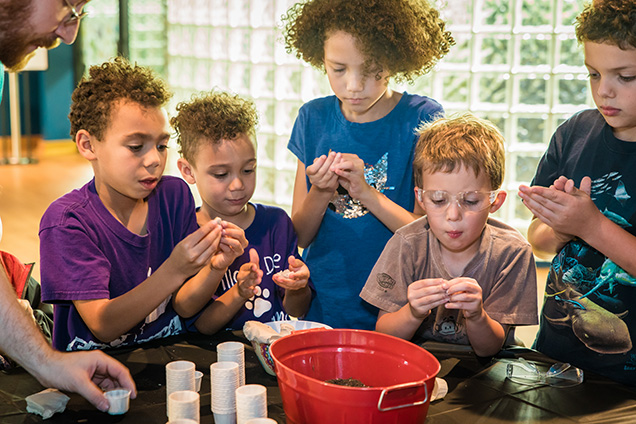 kids doing science craft